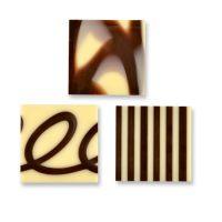 Шоколадные квадратики из белого и темного шоколада