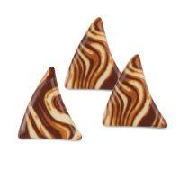 Треугольники с узором, белый шоколад