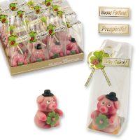Фигурки марципановые свинка с листом клеверa, сидящая