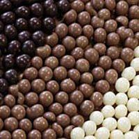 Шоколадный декор шарики кранч белые